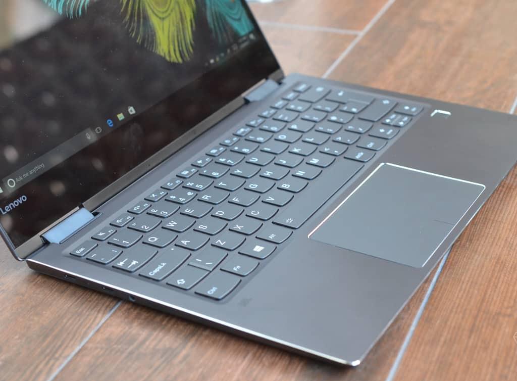 نقد و بررسی لپ تاپ Yoga 720