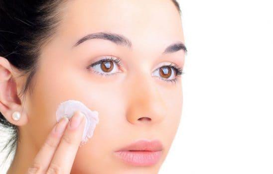 هفت گام مهم برای مراقبت از پوست چرب از زبان کارشناسان