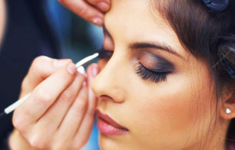 خط چشم از چه چیزی ساخته میشود؟ ترفندهای کشیدن خط چشم مایع