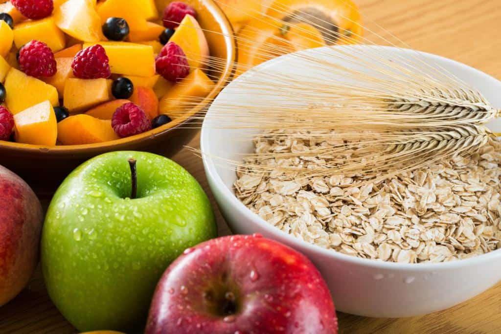 برای بهبود شقاق مقعد، غذاهای فیبردار را به میزان زیادی مصرف کنید.