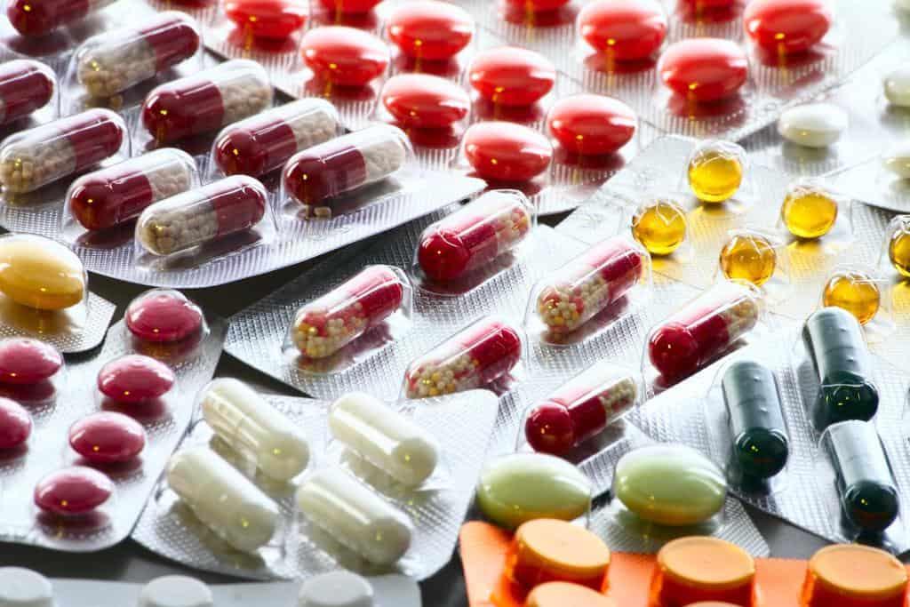 در مورد تمامی داروهایی که اخیراً مصرف میکنید، یا به تازگی شروع به مصرف و یا قطع مصرف آن کردهاید، به دکترتان اطلاع دهید؛