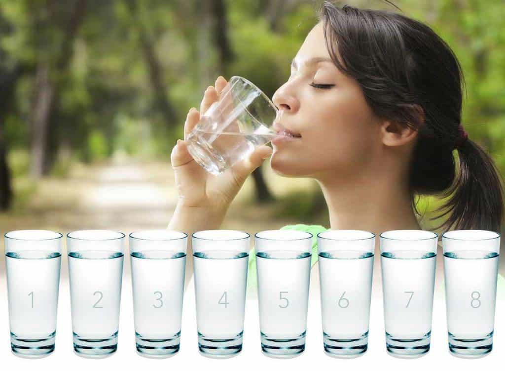 برای بهبود شقاق مقعد یا فیشر، به میزان زیاد در طول روز مایعات مصرف کنید.