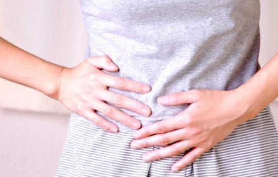 درد معده و شکم با ۷ علامت هشدار دهنده در مورد بیماریهای دستگاه گوارش