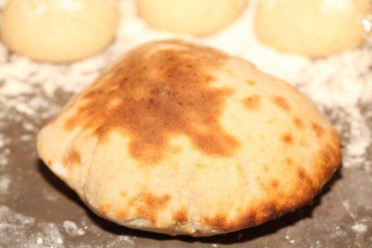 نان پیتا با خمیر ترش