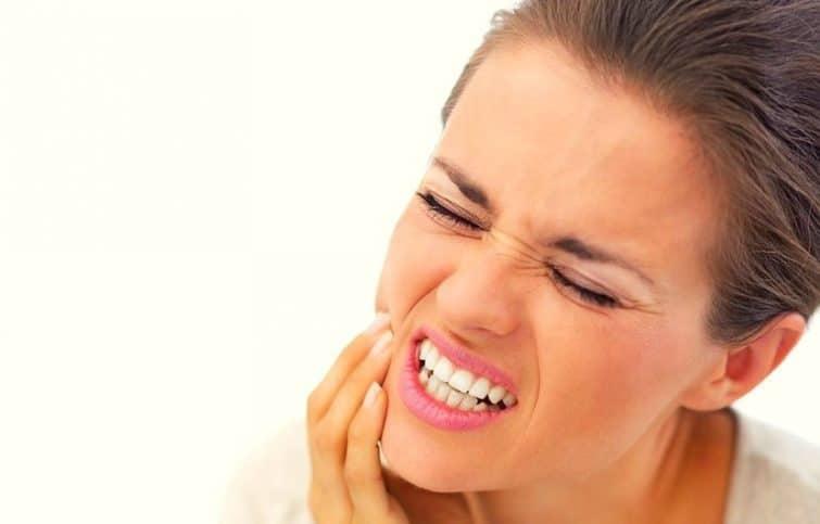 دندانهای حساس خود را با رعایت این ۸ قانون بهبود داده و درد آنها را کاهش دهید