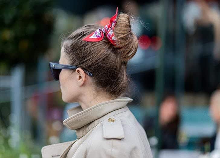 استفاده از روسری ابریشمی به عنوان اکسسوری