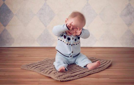 بسته شدن مجرای اشکی در کودکان به چه علت رخ میدهد و چگونه درمان میشود؟