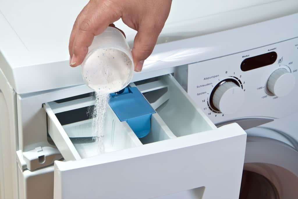 شستن لباس با دست و با ماشین لباسشویی