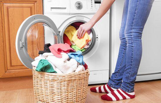 ترفندهای مهم و کلیدی برای شستن لباس با دست و با ماشین لباسشویی