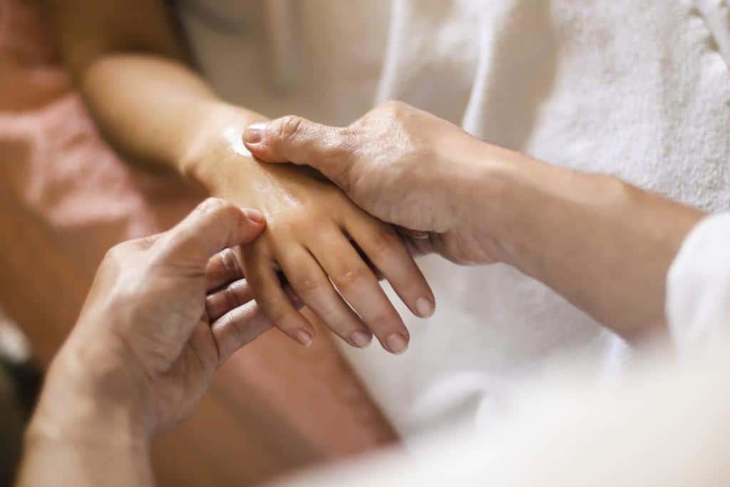 طب فشاری برای درمان سردرد میگرنی