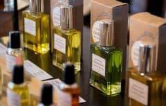 رازهای مراقبت از عطر برای ماندگاری طولانیتر و کیفیت بالاتر آن