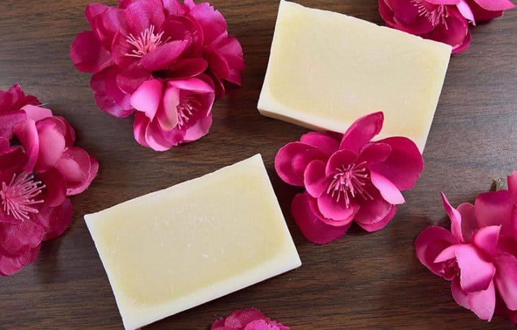 صابون عطری خانگی بسازید، روش کامل ساخت صابون قالبی با عطر گل سرخ