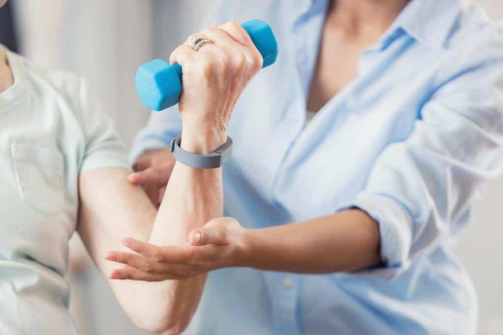 8 حرکت ورزشی برای بیماری آرنج
