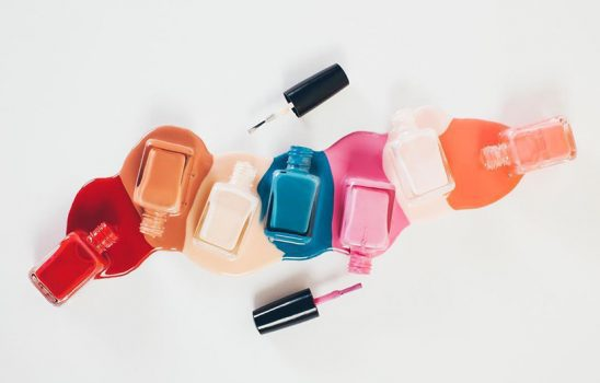 چند مدل آرایش ناخن آسان برای خانمهایی که دچار کمبود وقت و حوصله هستند