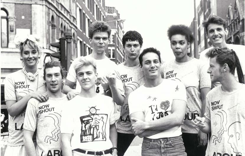 کاترین همنت طراح بریتانیایی تیشرتهای نوشتهدار را بهتر بشناسید