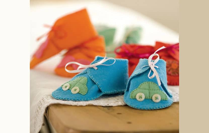 آموزش دوخت پاپوش نمدی بسیار ساده و زیبا برای نوزادان به همراه الگو