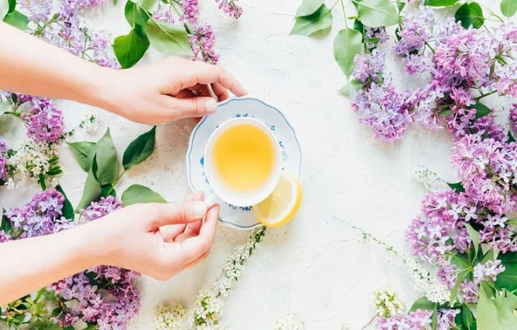 ۶ دمنوش آرامبخش روزانه (تونیک گیاهی) که به کاهش اضطراب و استرس کمک میکند