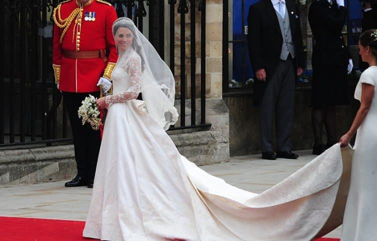 لباس عروسی سلطنتی، زیباترین لباسهای عروس در تاریخ مراسم سلطنتی