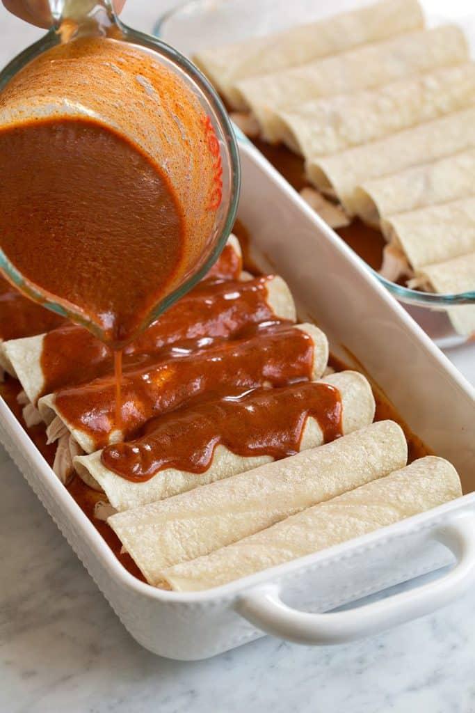 طرز تهیه سس انچیلادا قرمز و انچیلادای مرغ مکزیکی