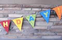 لوازم تزئین تولد بسازید، دوخت بنرهای پارچهای برای تزئین مراسم تولد