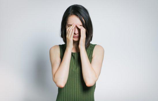التهاب قرنیه یا کراتیت؛ علائم، علتها، روشهای تشخیص و درمان
