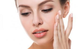 متخصصان پوست از شما میخواهند این کارها را با پوستتان نکنید!