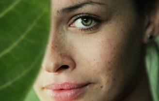 چند روش آرایش ساده و زیبا که در کمترین زمان میتوانید انجام دهید