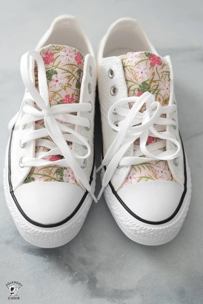 کفشهای کتانی ساده