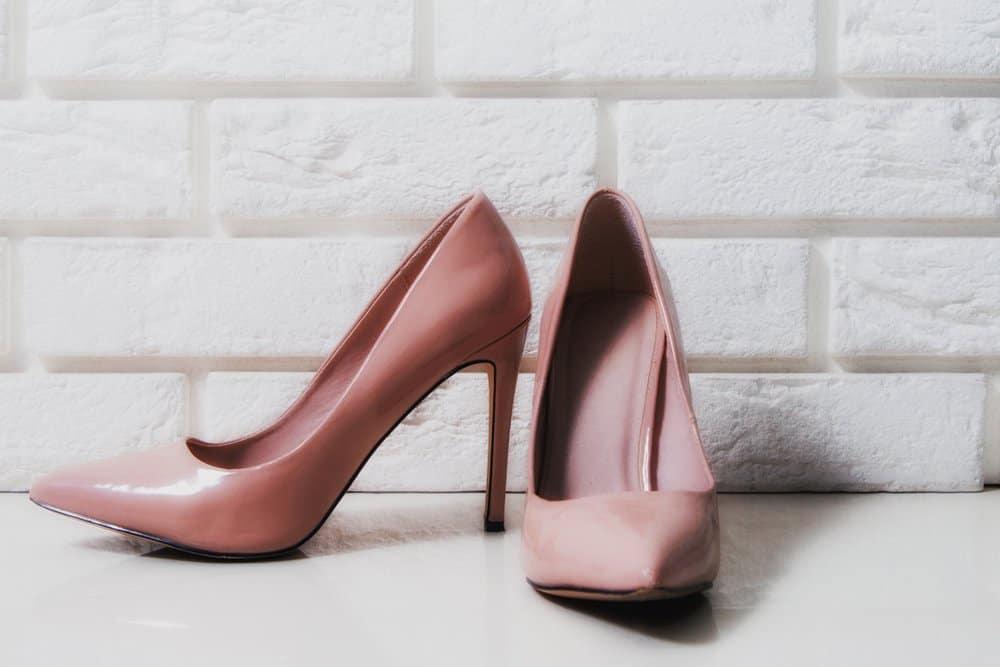 صدمه به پا بر اثر کفش پاشنه بلند