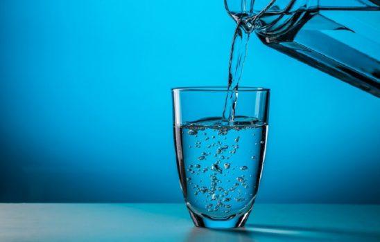 فواید نوشیدن آب برای سلامتی بدن انسان و مقدار مناسب مصرف