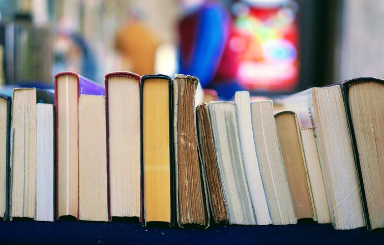 چگونه یک کتابخانه ارزشمند در خانه داشته باشیم ؟