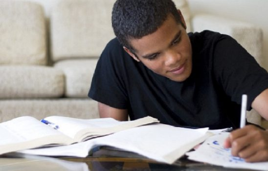 چند روش رایگان و کم هزینه برای درس خواندن در خانه