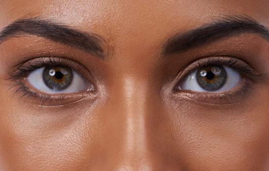 اگر چشمان بادامی شکل دارید آنها را به این روش آرایش کنید