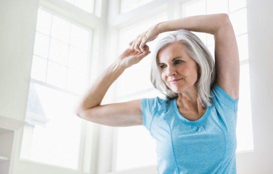 آب کردن چربی بازو با چند حرکت ساده ایروبیک با دمبل در خانه