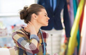 علت خشکی گردن و روشهای درمان