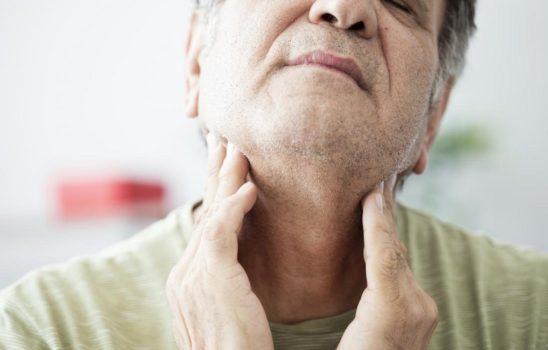 گلو درد و بهترین مواد غذایی برای مصرف در هنگام ابتلای به این عارضه