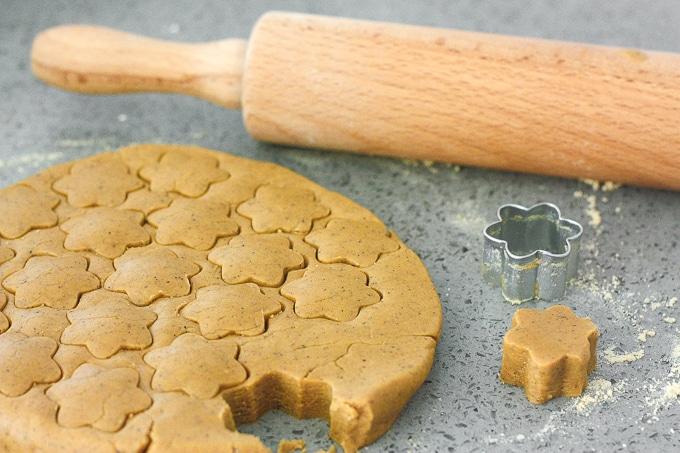 طرز قالب زدن شیرینی نخودچی