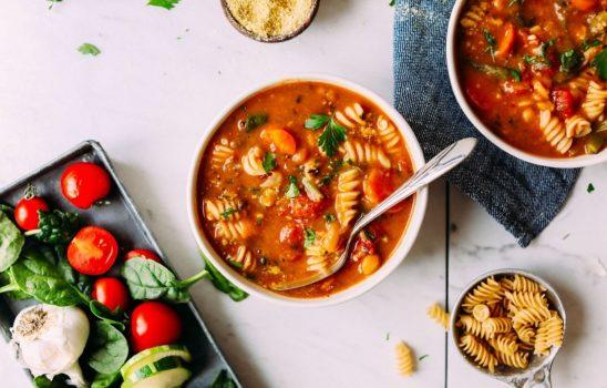 سوپ مینسترونه کلاسیک؛ وگان و بدون گلوتن با گزینههای قابل تغییر
