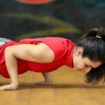 رفع چربی زیر بغل و تقویت عضلات بازو با تمرینهای مناسب و ترفندهای تغذیهای