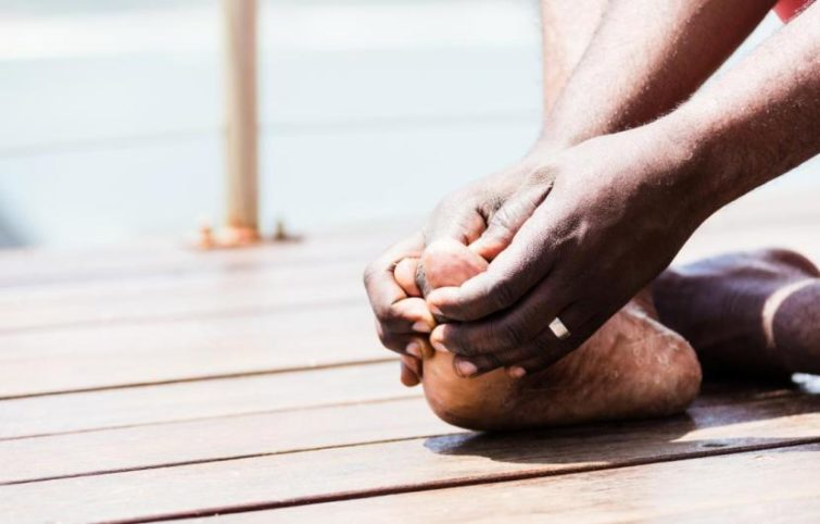 درد مفصل شست پا چه عللی دارد، تشخیص و درمان آن چگونه است؟