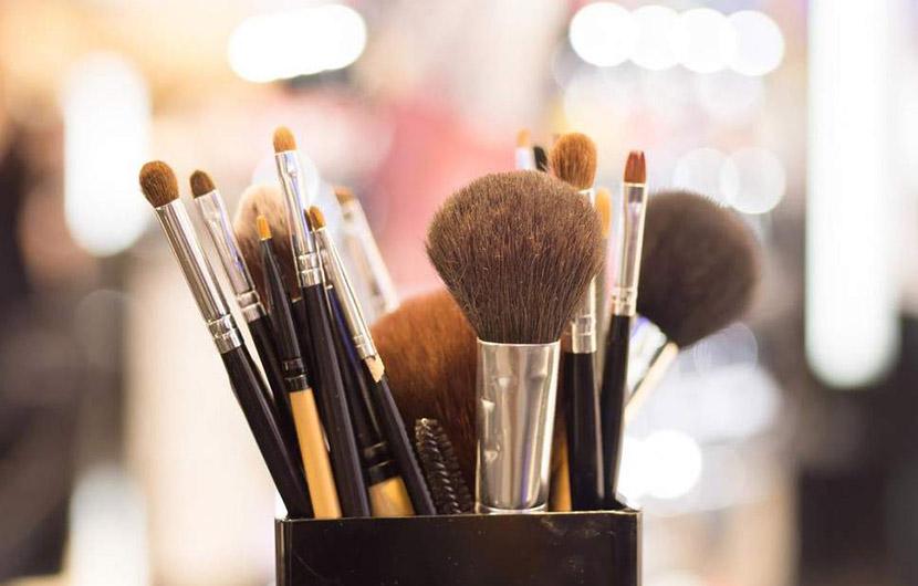 براش های آرایشی خود را به این روش تمیز کنید و بشویید