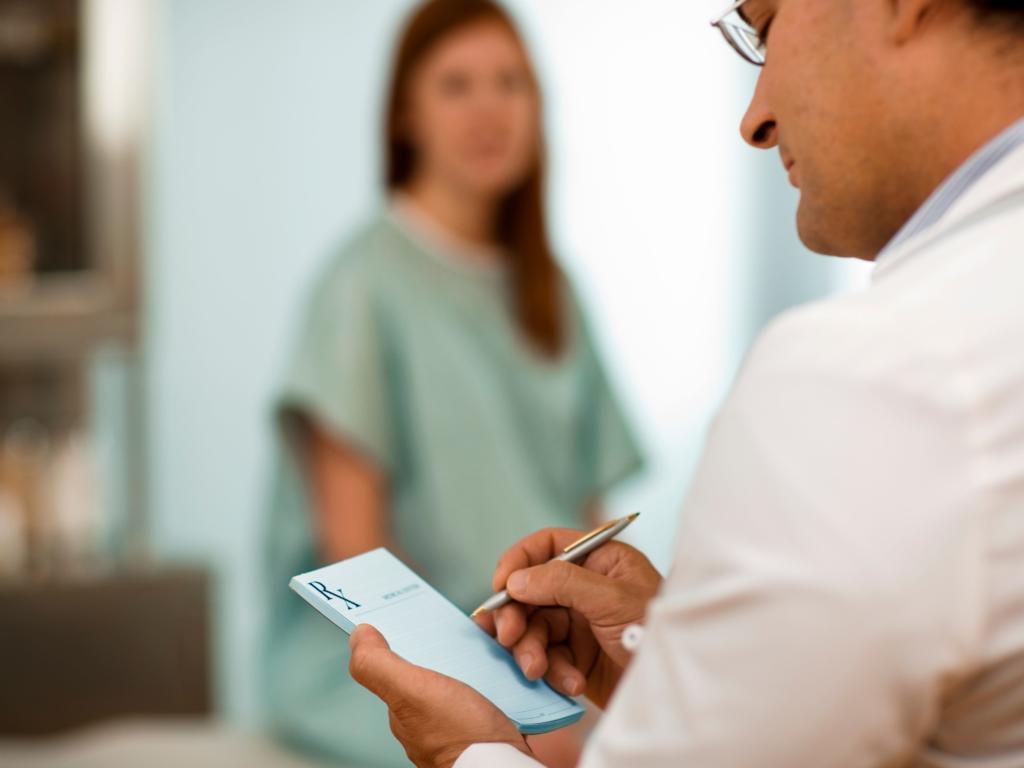 در حین مصرف دیفنوکسیلات در صورتی که باردار هستید یا قصد باردار شدن را دارید، به دکتر خود اطلاع دهید