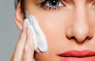 ضرورت و اهمیت استفاده از کرم مرطوب کننده برای تمام انواع پوست