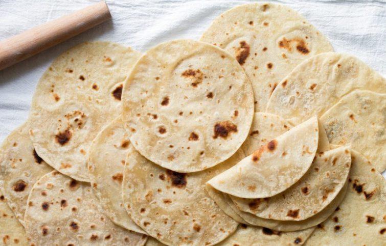 نان تورتیلا خانگی با آرد گندم، بدون نیاز به فر و مخمر