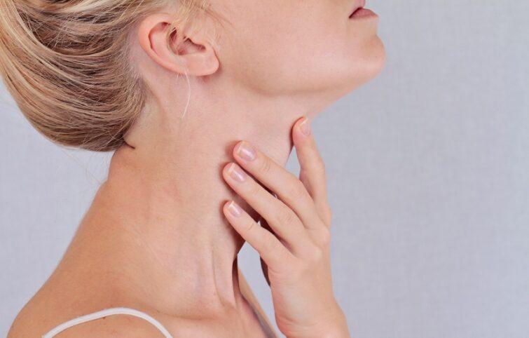 علائم تیروئید با ۱۳ مورد مهم که باید به آنها توجه کرد