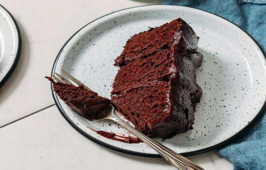 کیک شکلاتی گیاهی و بدون گلوتن با دستورالعملی آسان