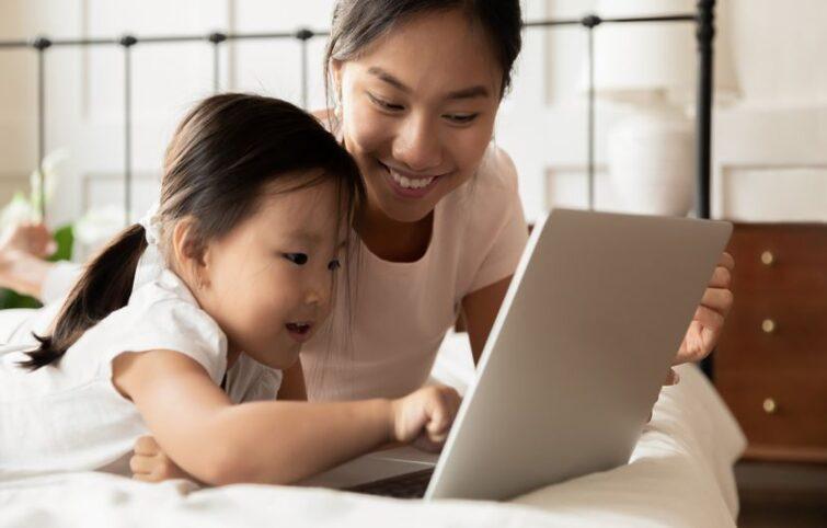 کودکان و اینترنت؛ ده نکتهای که در ایام کرونا والدین باید در این مورد بدانند.