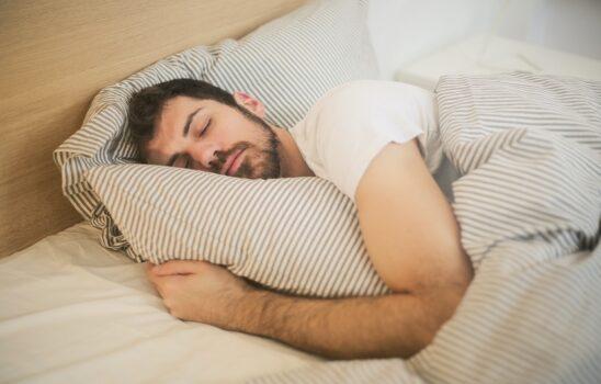 چگونه به افراد مسن کمک کنیم خواب راحت و خوبی داشته باشند؟