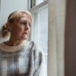 افسردگی چیست؛ علائم، نشانهها و درمان افسردگی در سالمندان