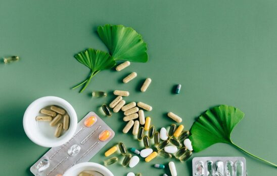 زینک چیست؛ فواید و مضرات و تداخلات آن با سایر داروها و مکملها